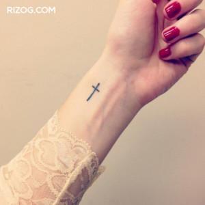 tatuajes-pequeños-para-mujeres-en-la-muñeca